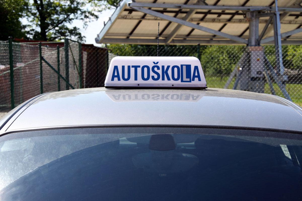 Magnetické LED označení vozidel autoškol