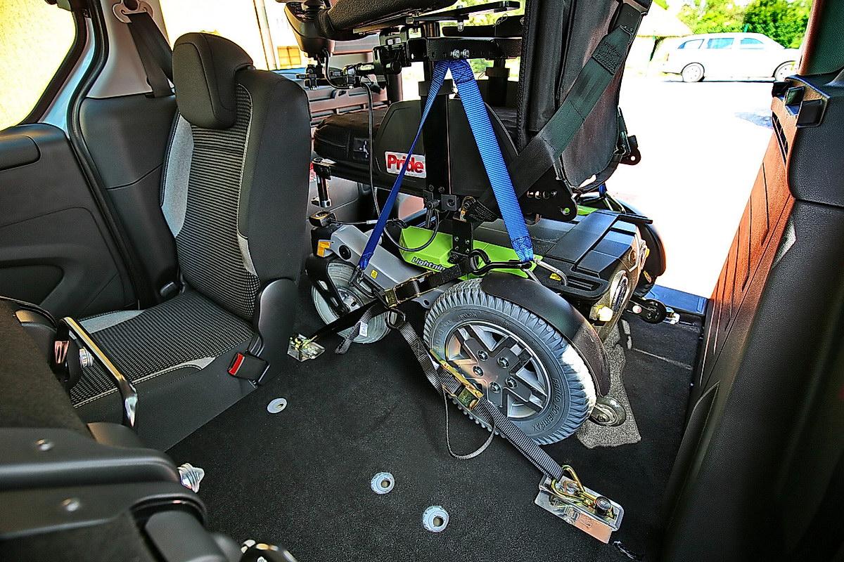 Kotvící zařízení invalidního vozíku - ráčnové
