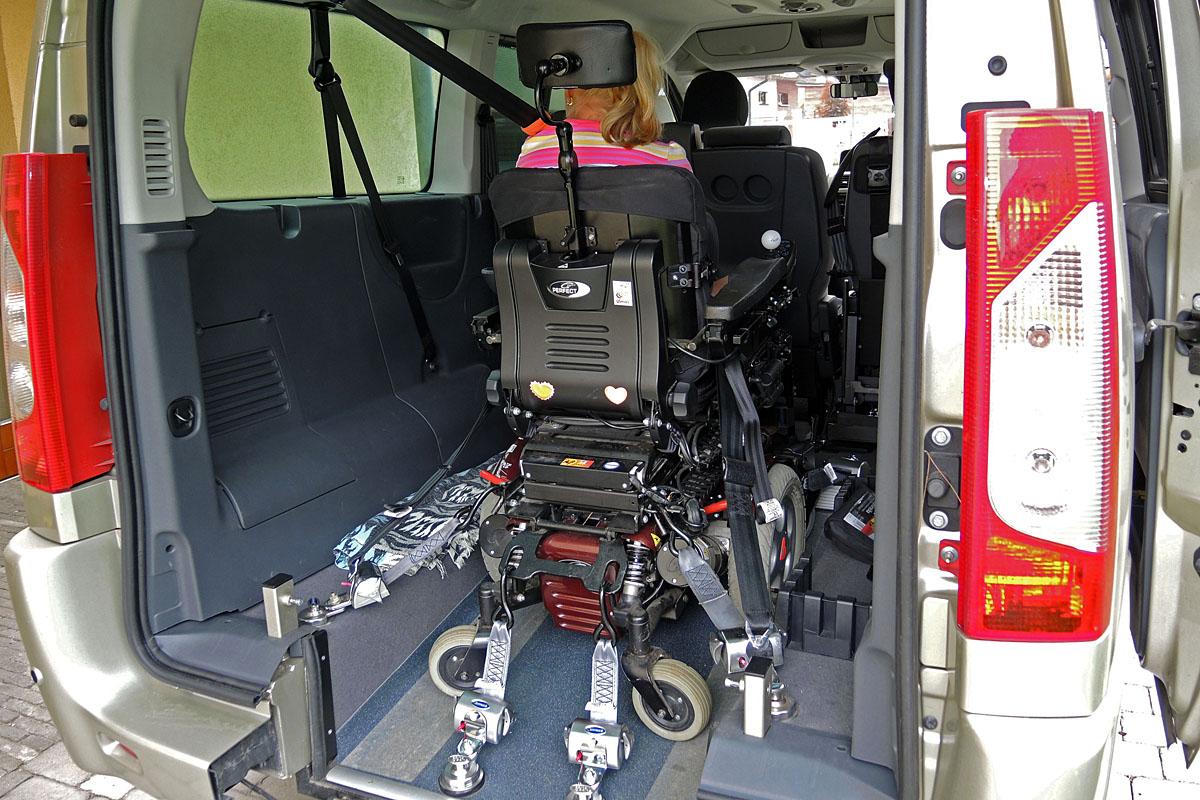 Kotvící zařízení invalidního vozíku – samonavíjecí