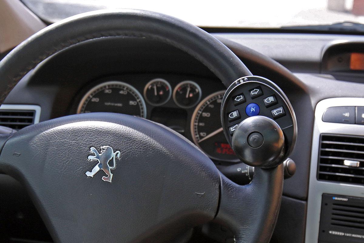 Multifunkční ovladač na volant SOJADIS