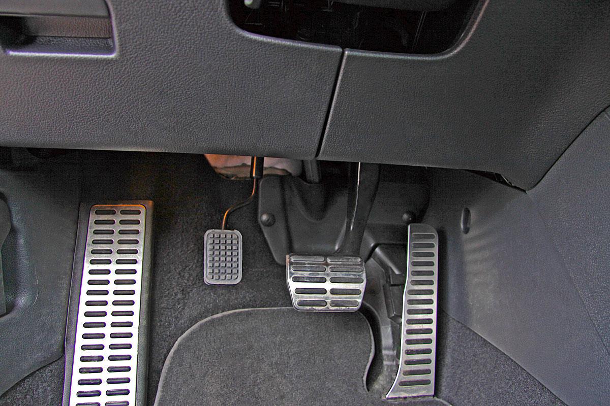 Plynový pedál na levou nohu - elektronické ovládání ACCEL APGDISE