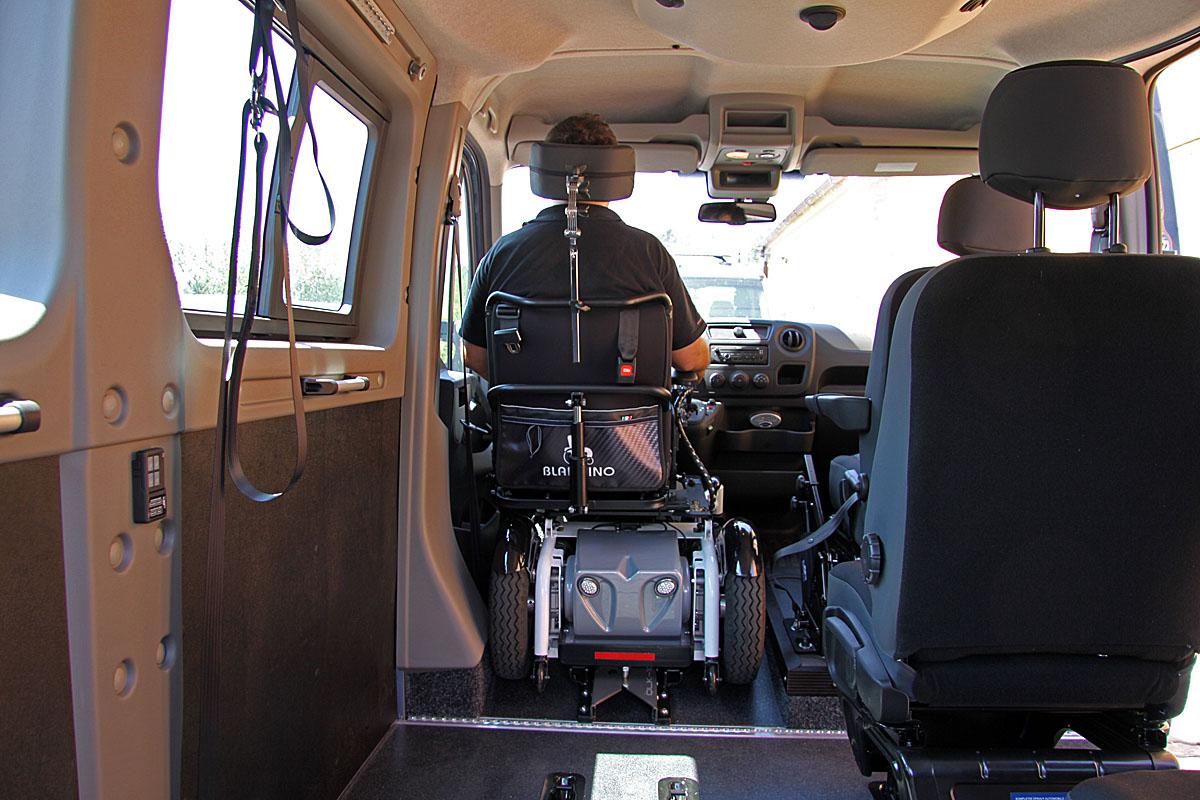 Kotvící zařízení invalidního vozíku - automatické elektrické